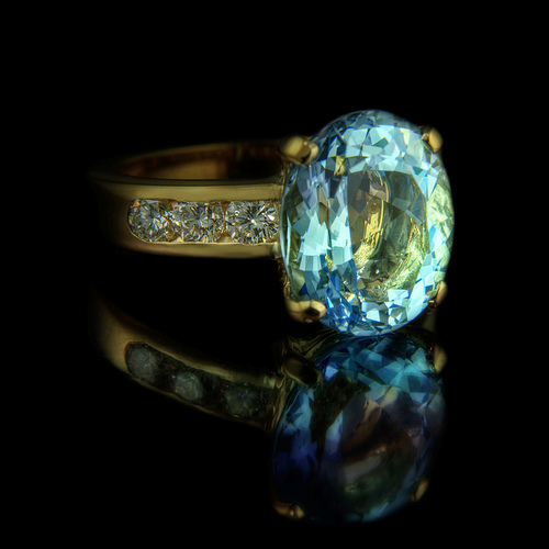 Aquamarine engagement ring in Yellow Gold