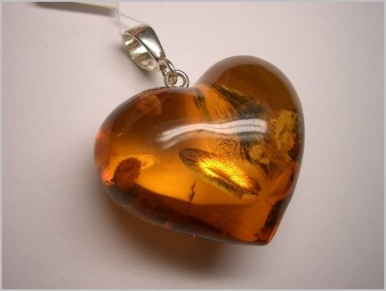 Cognac_color_amber_heart_pendant_1424_1