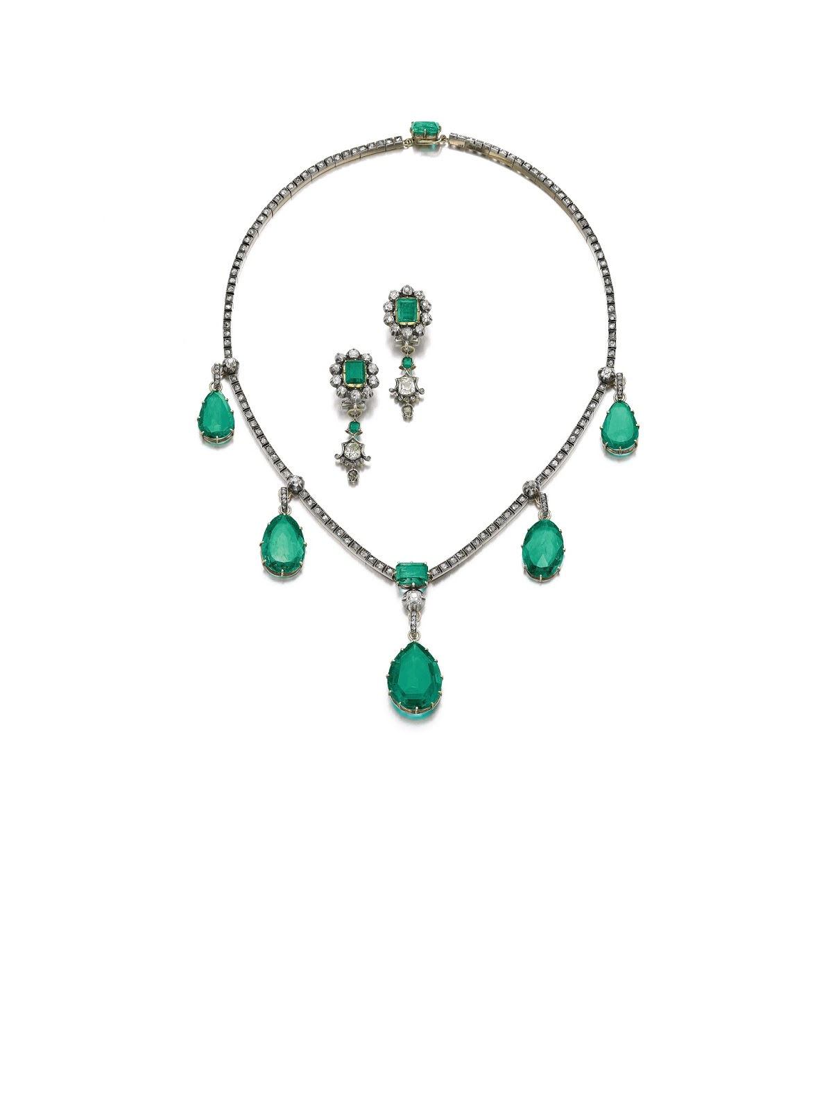Lot 402 - The Duchess of Berry Emerald Necklace and a pair of earrings