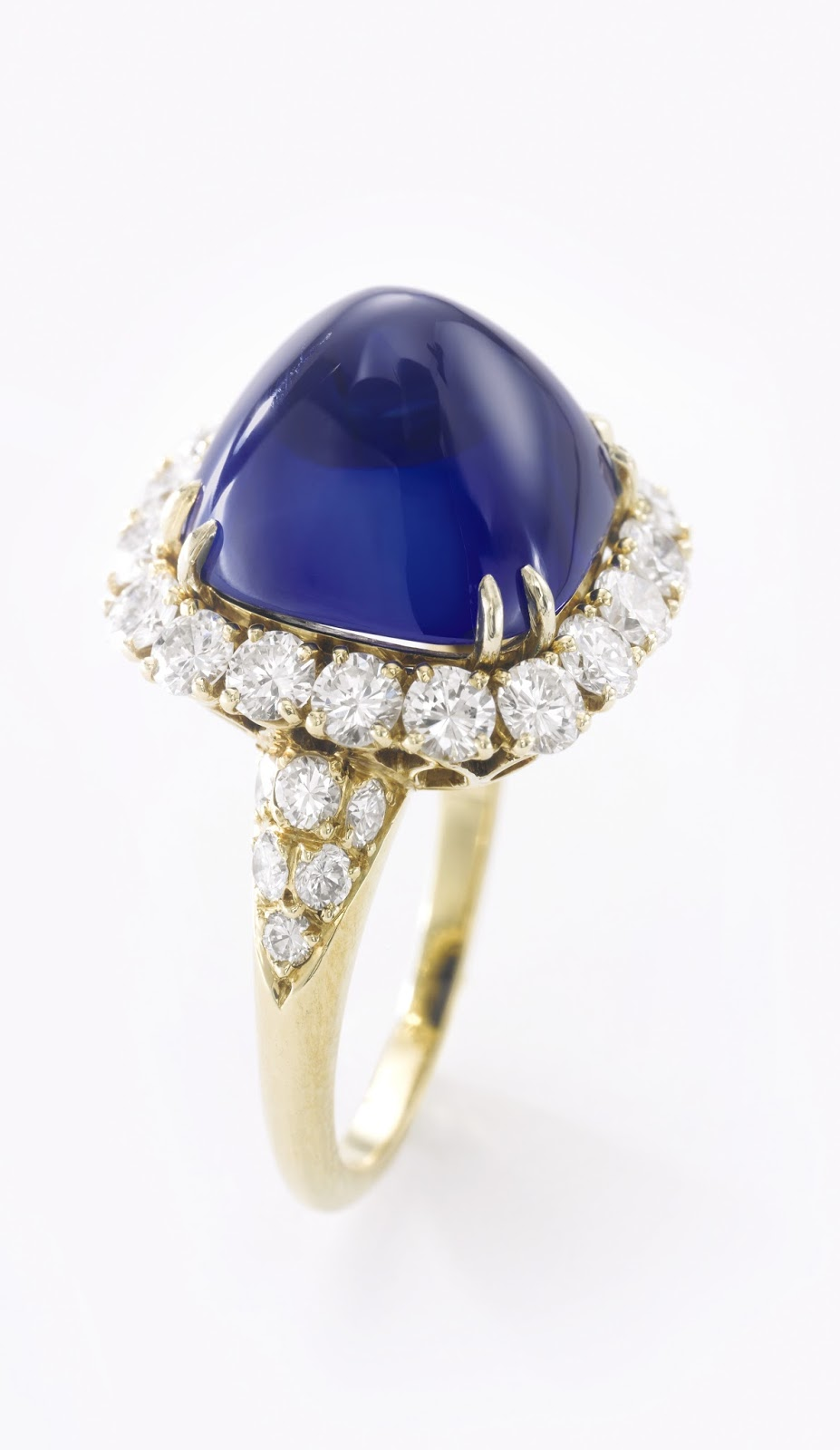 Lot 419 - Fine Kashmir sapphire and diamond ring - 15.34 carats