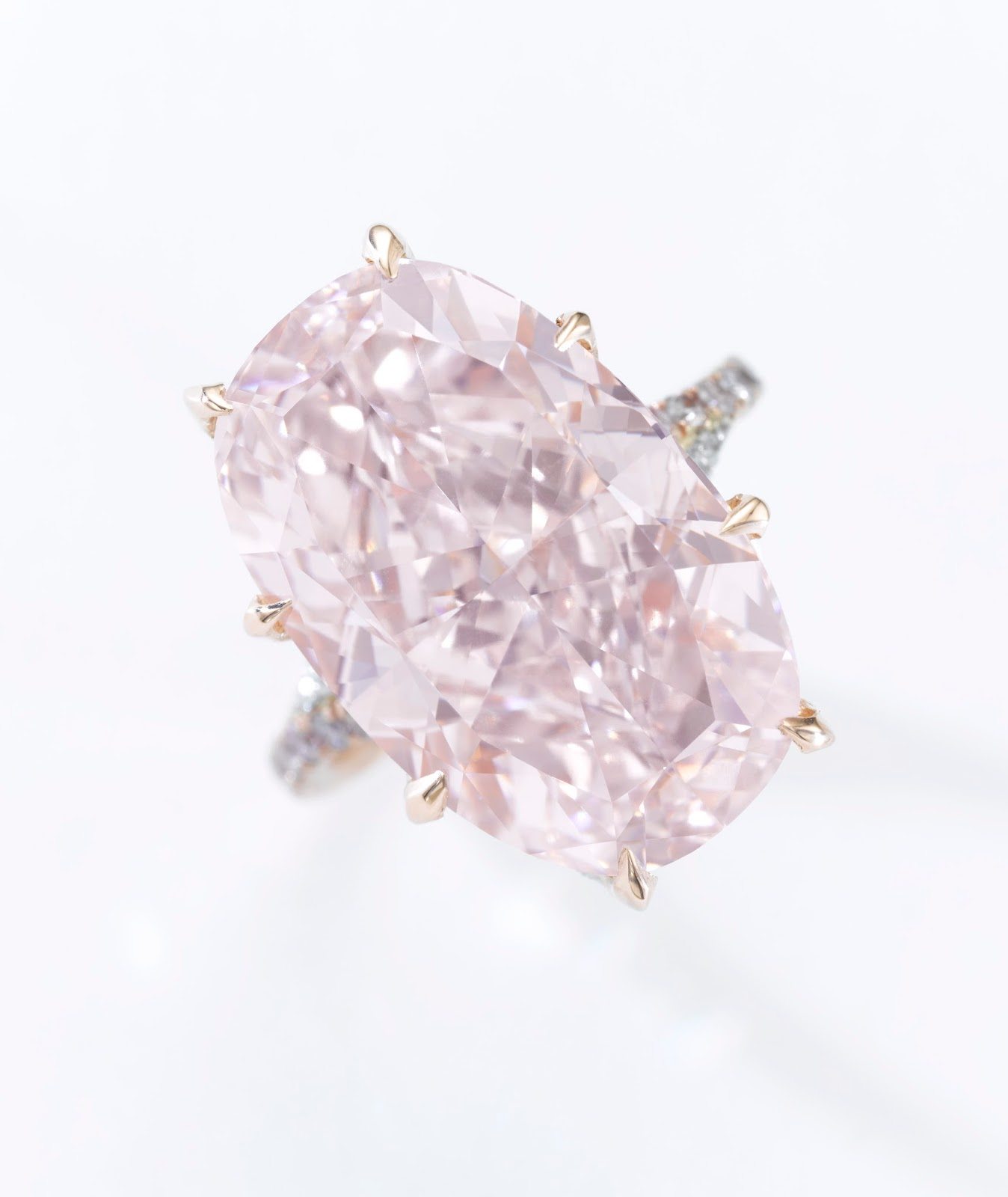 Lot 489 - Fancy pink diamond ring - 21.11 carats