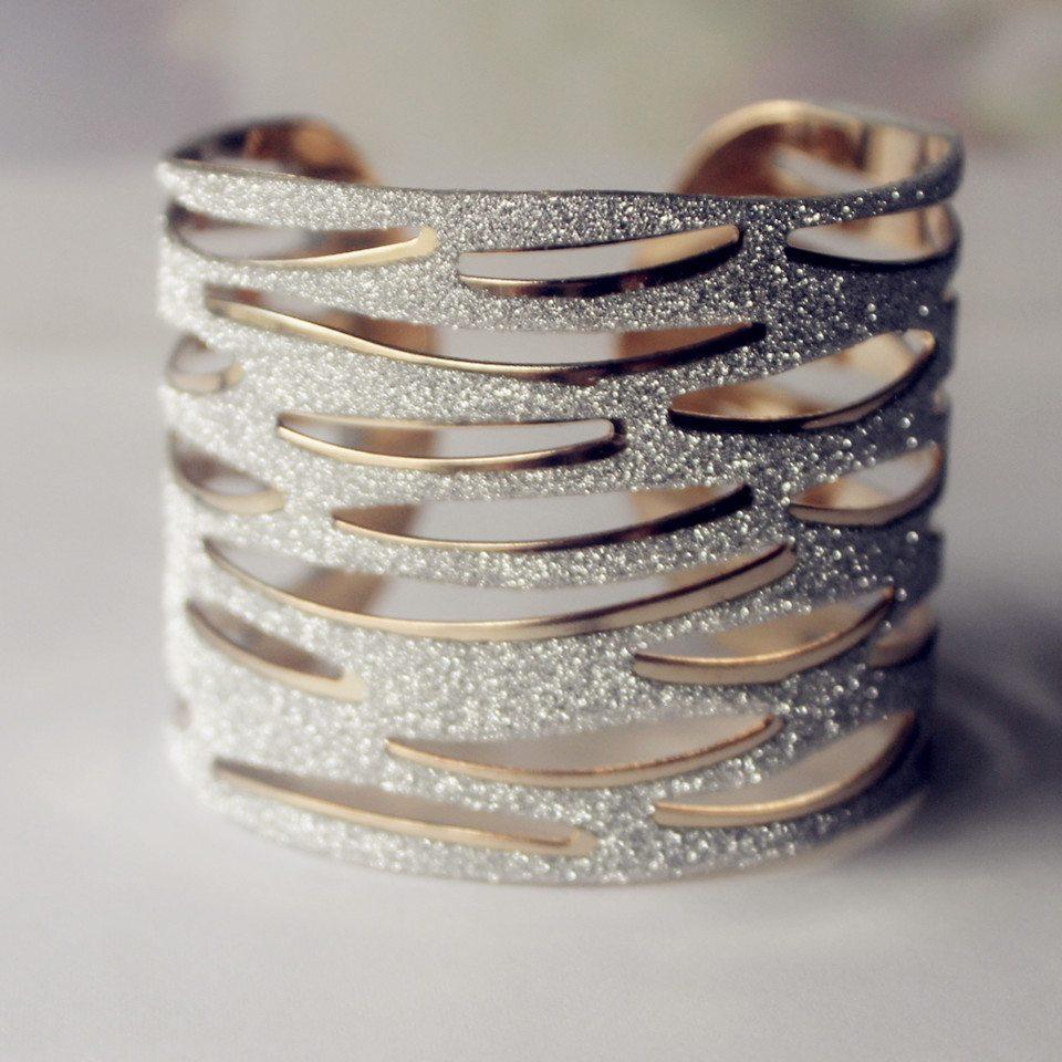New-Kpop-Gold-Plated-Bangles-Jewelry-Women-Gold-Metal-Bracelets-Unique-Design-Hollow-Out-Bangle-Bracelet