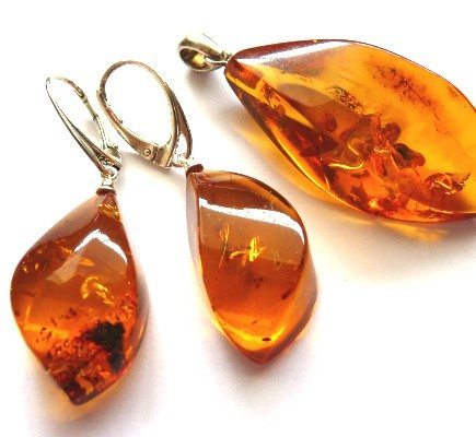 baltic_amber_jewelry_set_earrings_pendant_cognac_01-435x400