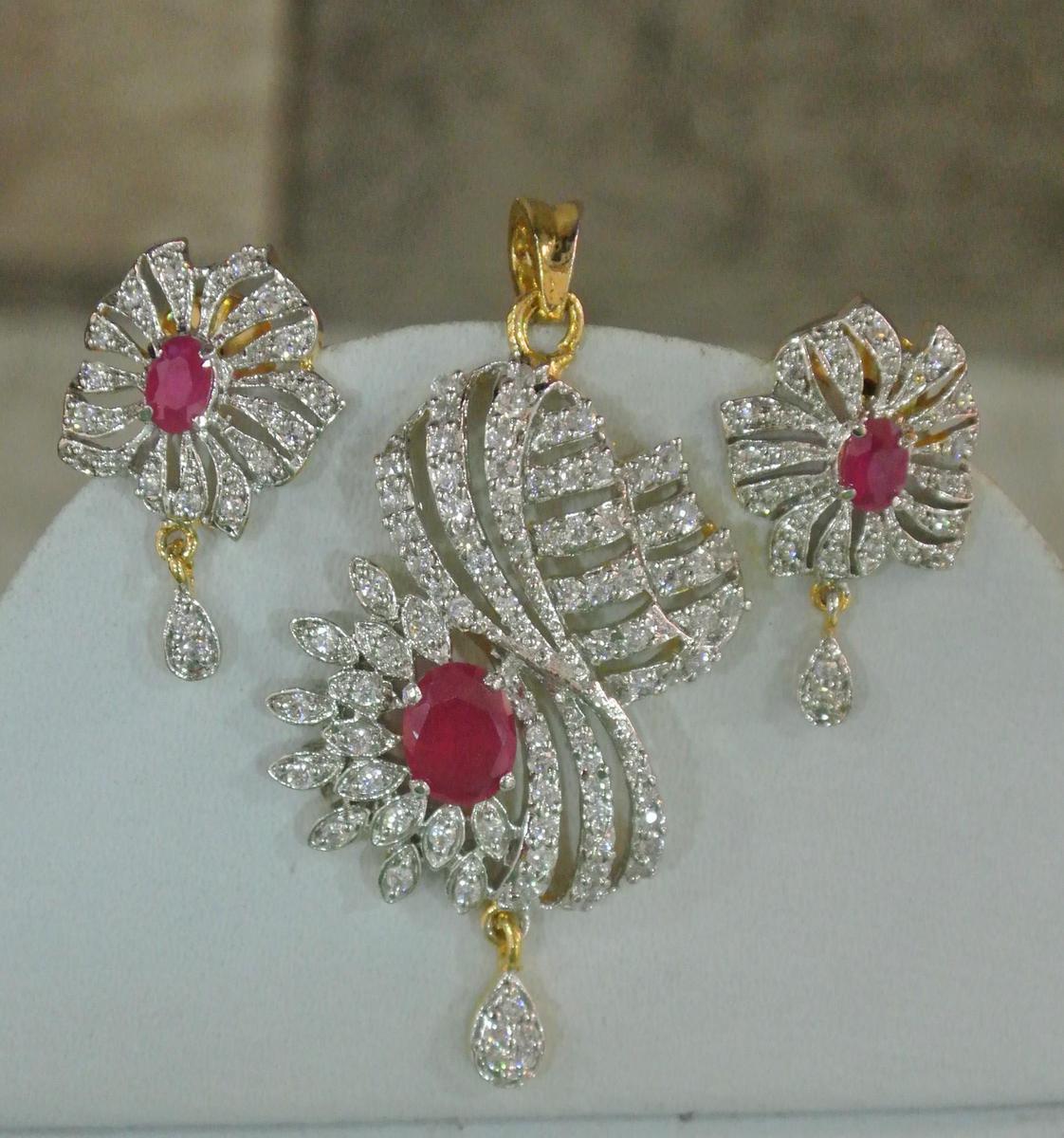 li_58324SmL_indiebazaar_jewellerysets_FashionAmericanDiamondRubyStonePendantSet_fashionite13