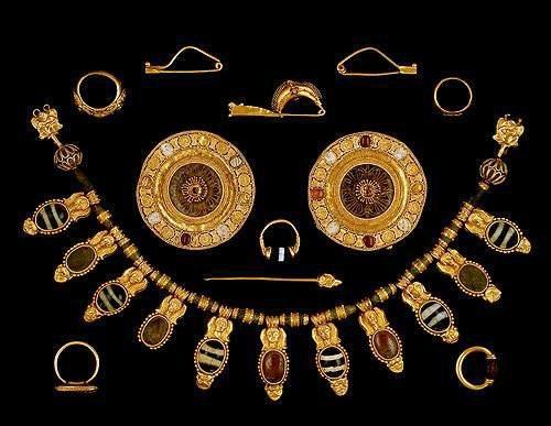 Etruscan-Jewellery-Set-Met-Museum